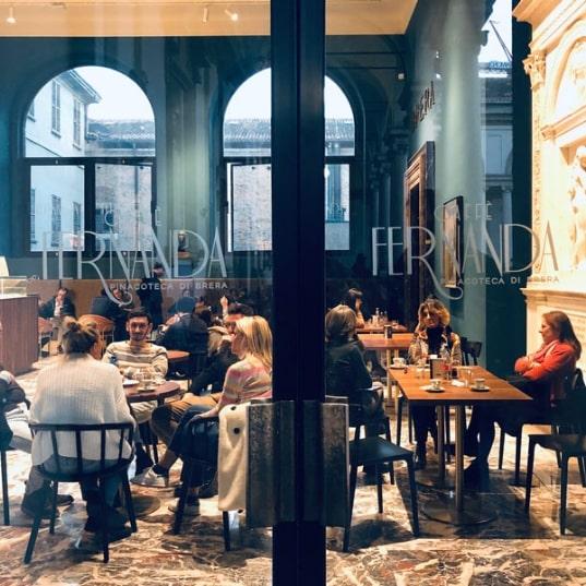 Caffè Fernanda: il bar a Milano con il nome di donna e le pareti color oceano
