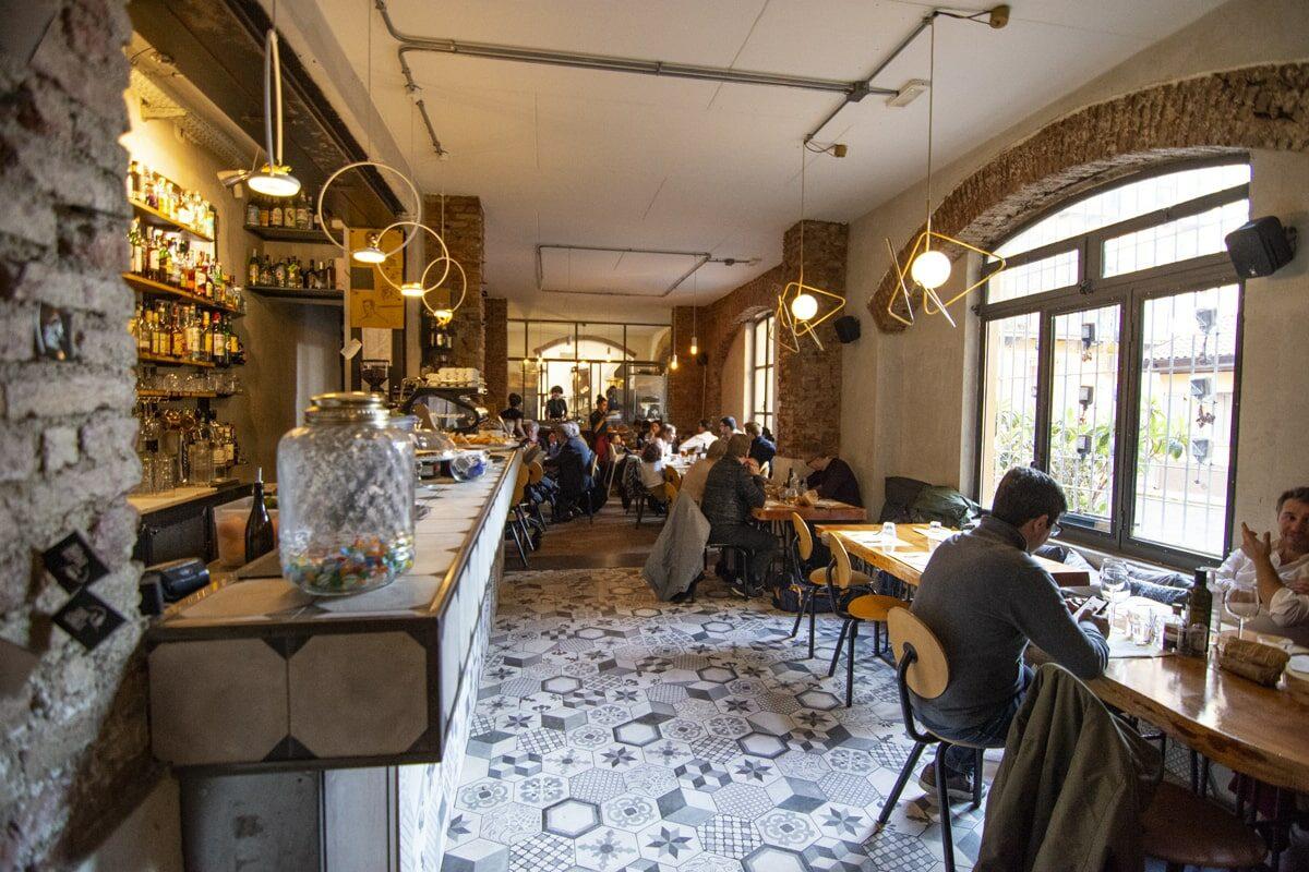 Café Gorille, i gorilla sotto il bosco