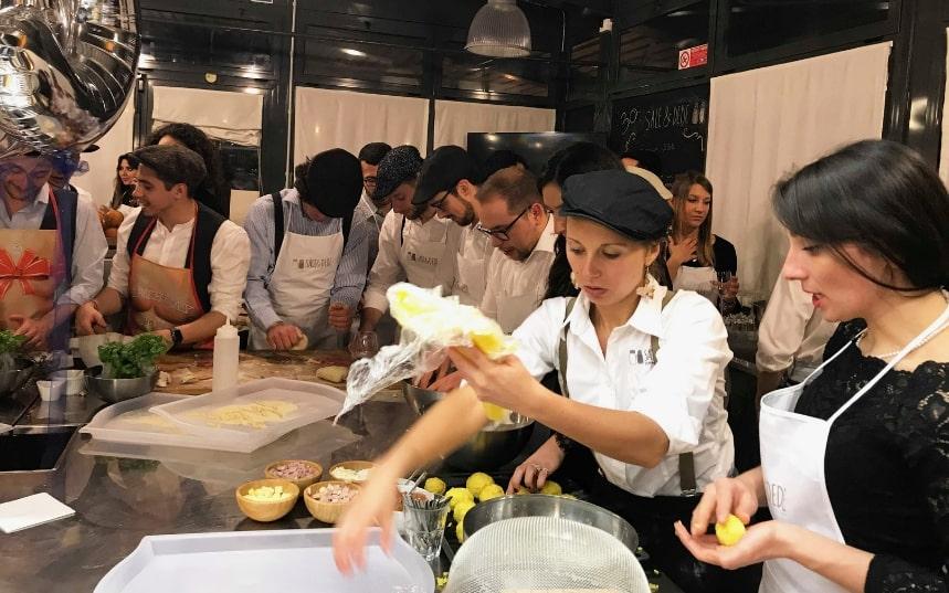 Sale dede corsi di cucina a genova le strade di genova for Cucina arredi genova