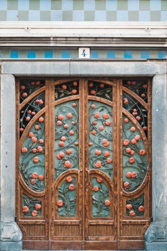 guida ai posti più instagrammabili di Torino portone dei melograni-min