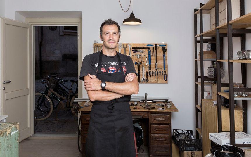 People of Turin | Caffè e vini  Emilio Ranzini. Ogni cosa è illuminata dalla luce del passato.