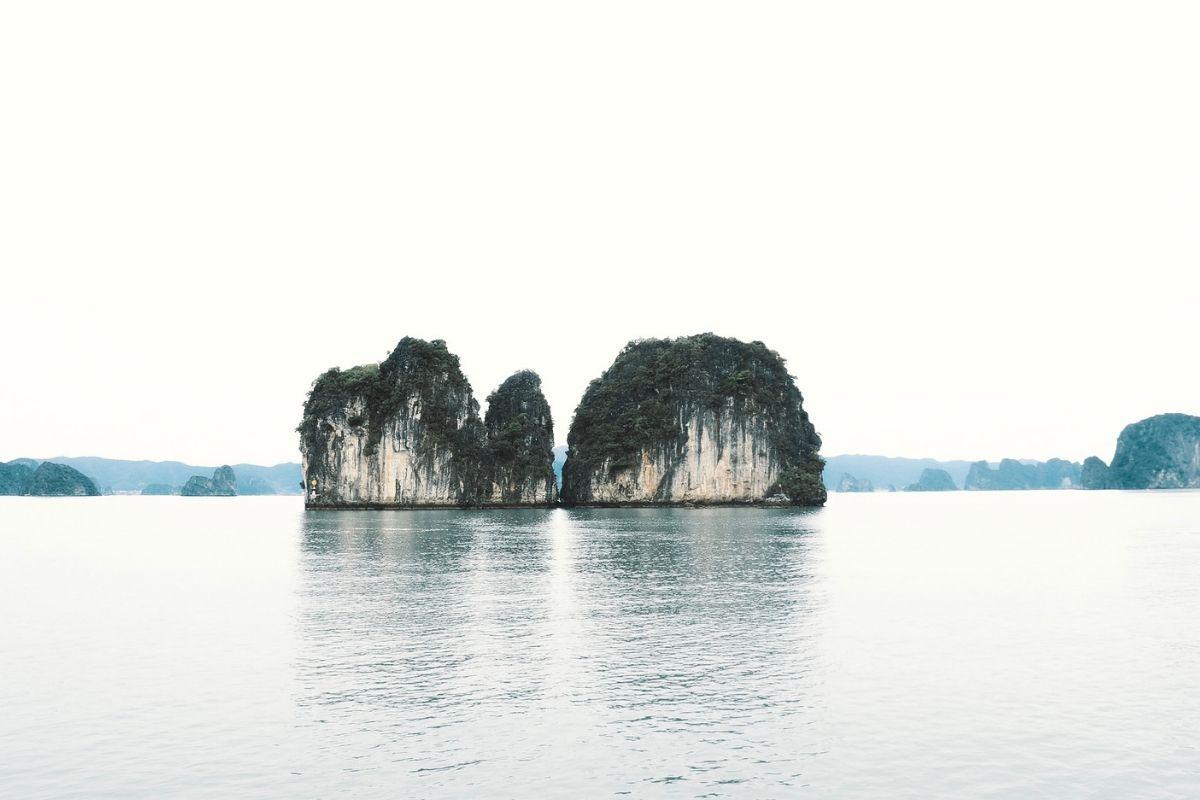 Bai Tu Long: il mare e i pescatori La vita dei pescatori può essere dura, ma anche bellissima in una baia mozzafiato