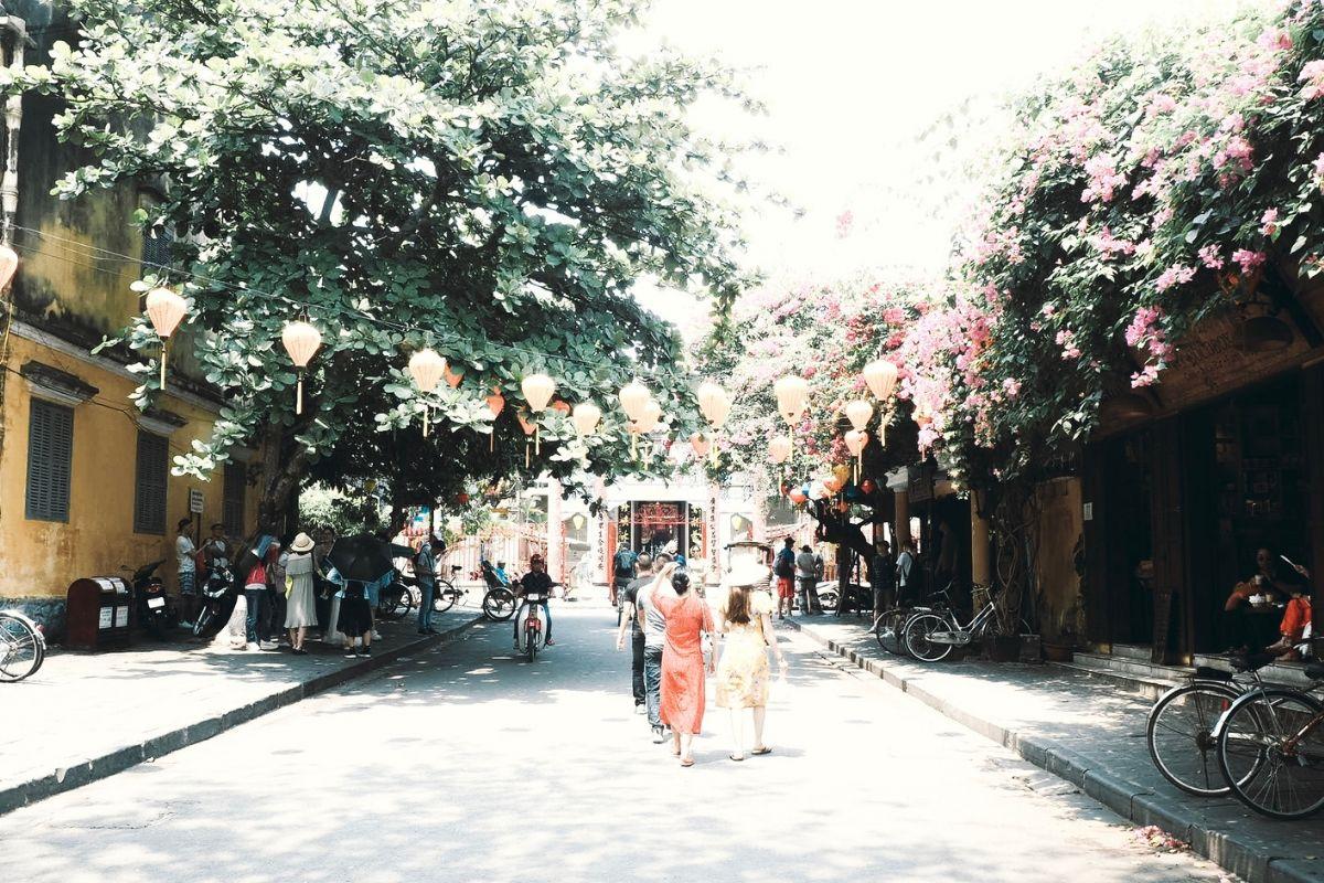 My Son & Hoi An: il centro del Vietnam caldo e coinvolgente Il caldo, le lanterne e il Vietnam da cartolina