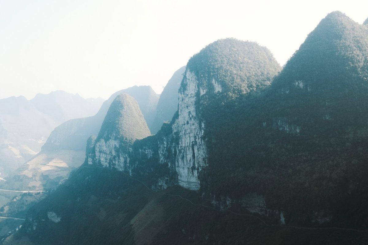 La provincia di Ha Giang: natura, fatica e sorrisi Provincia chiusa al turismo fino a pochi anni fa, dove ho trovato il Vietnam più autentico e ho scoperto come vivono per davvero
