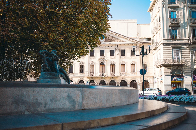 LE STRADE DI TORINO Il blog su Torino per esploratori urbani. Amiamo catturare i cambiamenti di Torino e andiamo alla ricerca di negozi, ristoranti e locali dove stare bene. Li proviamo e vi raccontiamo le nostre migliori avventure.