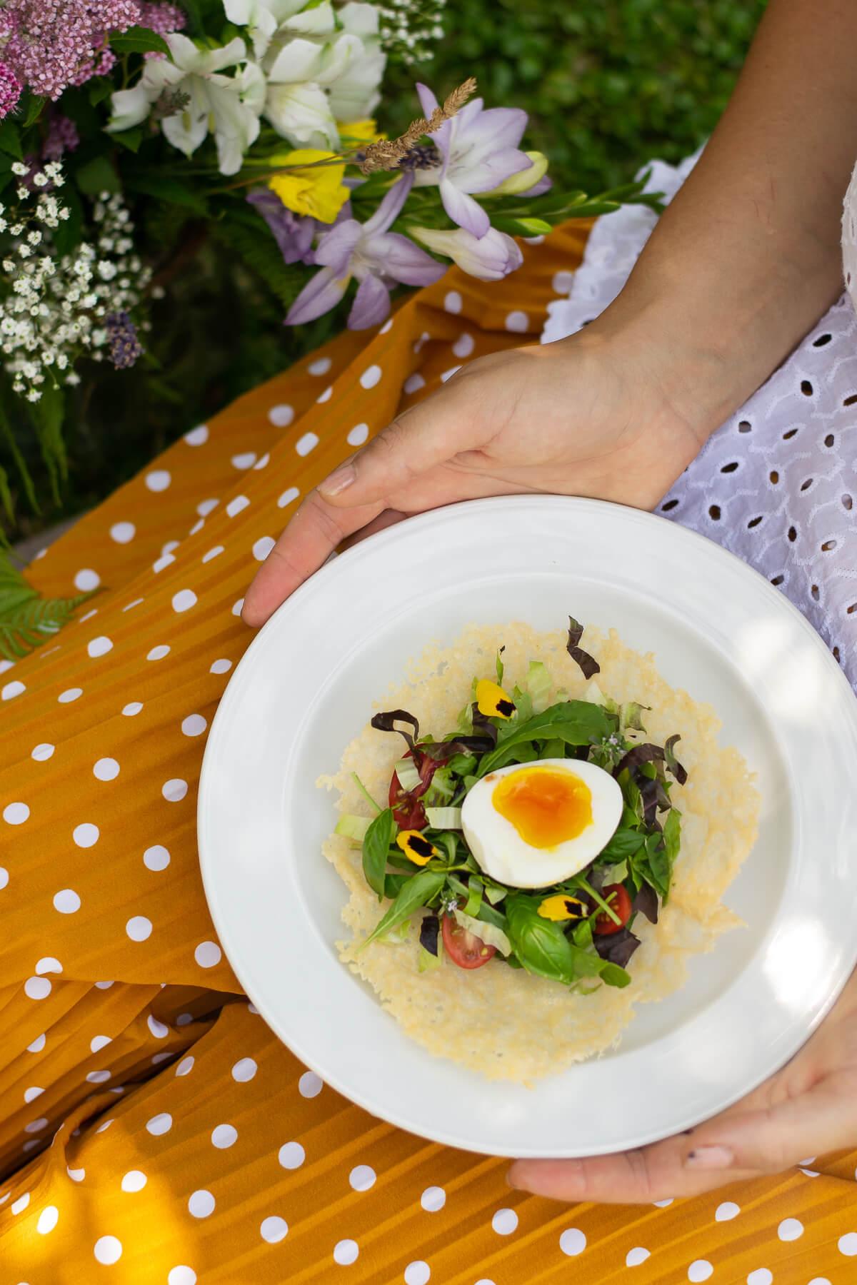 ricetta-insalatina-uovo-in-crosta-di-parmigiano