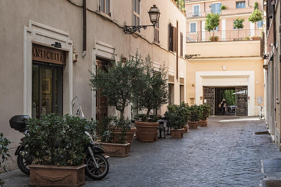 LE STRADE DI ROMA Il blog su Roma per esploratori urbani. Amiamo catturare i cambiamenti di Roma e andiamo alla ricerca di negozi, ristoranti e locali dove stare bene. Li proviamo e vi raccontiamo le nostre migliori avventure.