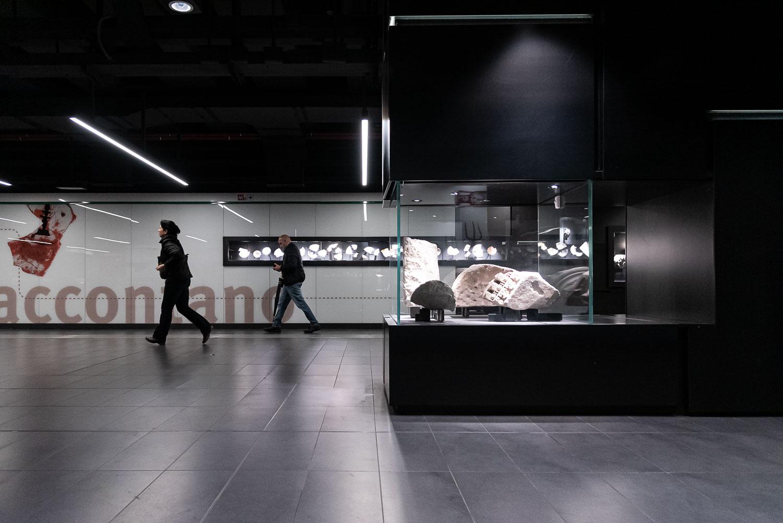 Teche espositive con reperti archeologici nella fermata San Giovanni della Metro C a Roma