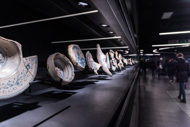 Teca espositiva con reperti nella fermata metro C San Giovanni a Roma