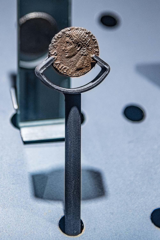 Moneta anticha rinvenuta durante gli scavi per la costruzione della stazione San Giovanni della Metropolitana di Roma