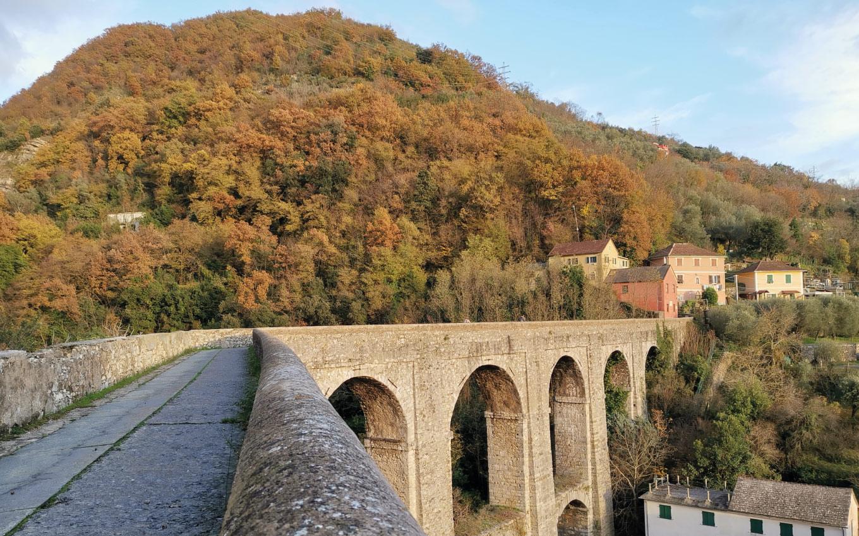A spasso sull'acquedotto: il trekking che non ti aspetti