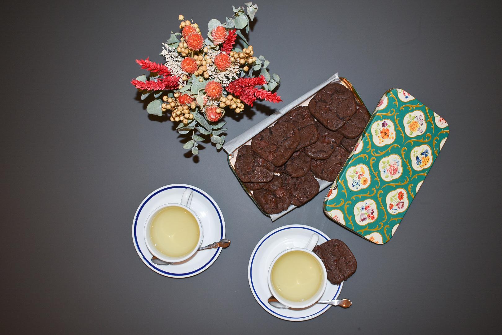 Periodo amaro, dolce rimedio | Biscotti al cioccolato e fleur de sel