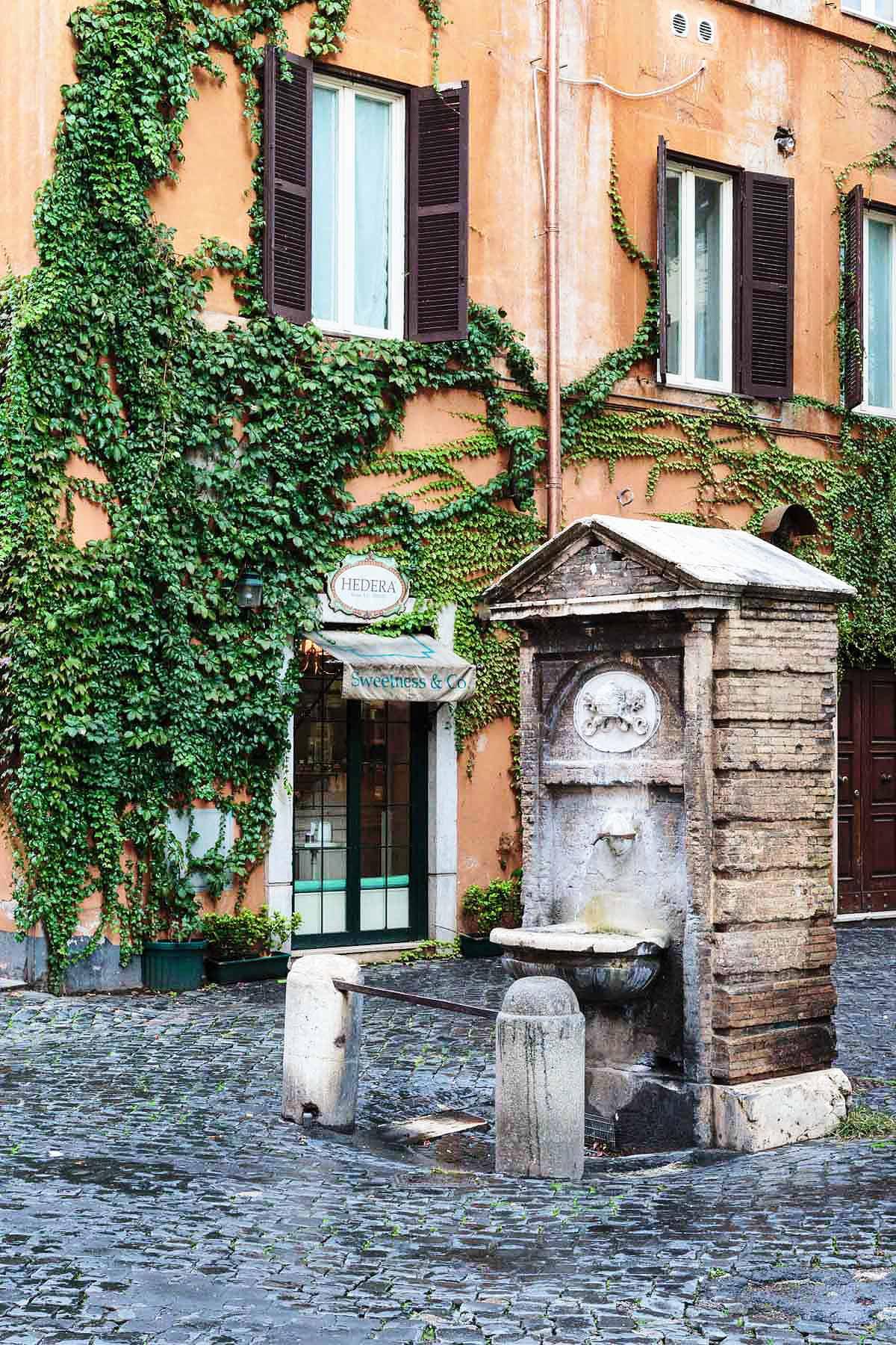 Borgo Pio: scoprirlo a piedi, passo per passo