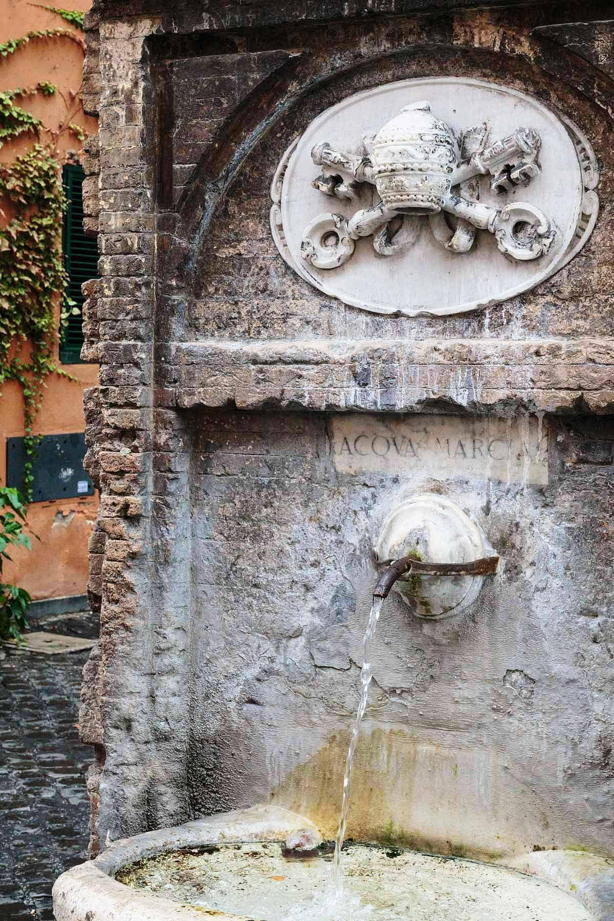 Borgo Pio, Fontana dell'Acqua Marcia