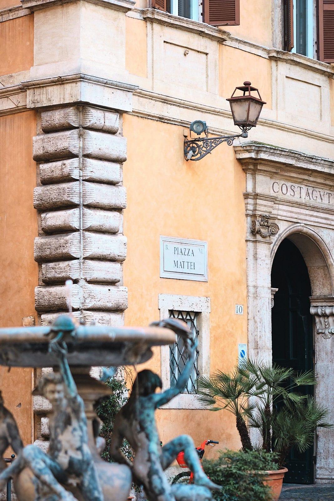 Piazza Mattei, Roma