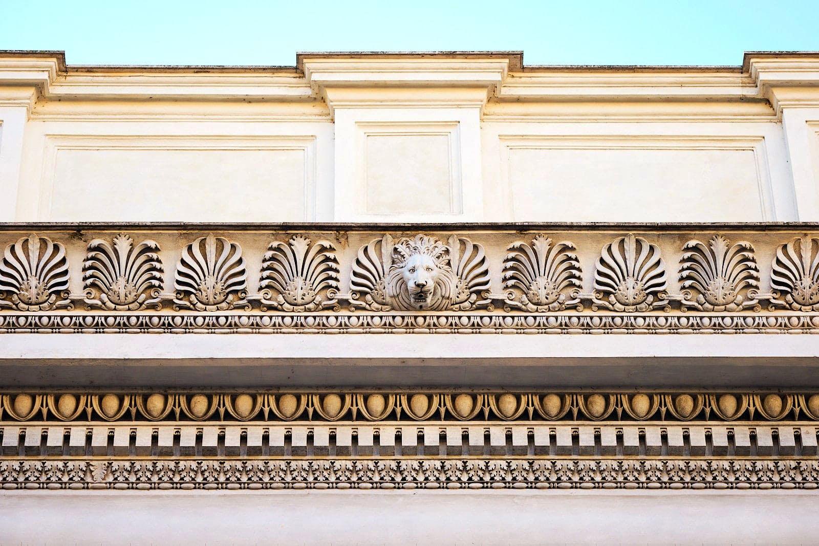 Hadrianeum, Piazza di Pietra, Roma