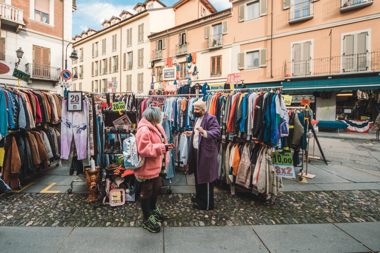 Barone Ostu: un nuovo modo di vendere vintage, con rossetto e stivali di pelle.