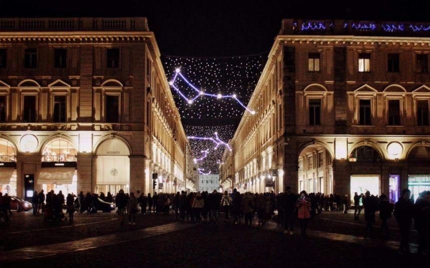 Passeggiare tra le strade illuminate dalle Luci d'Artista a Torino