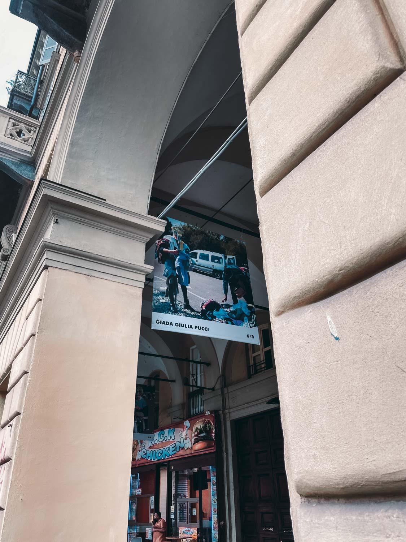 Spazio Portici - Percorsi Creativi, opera di Giada Giulia Pucci esposta sotto ai portici di via Nizza, Torino.
