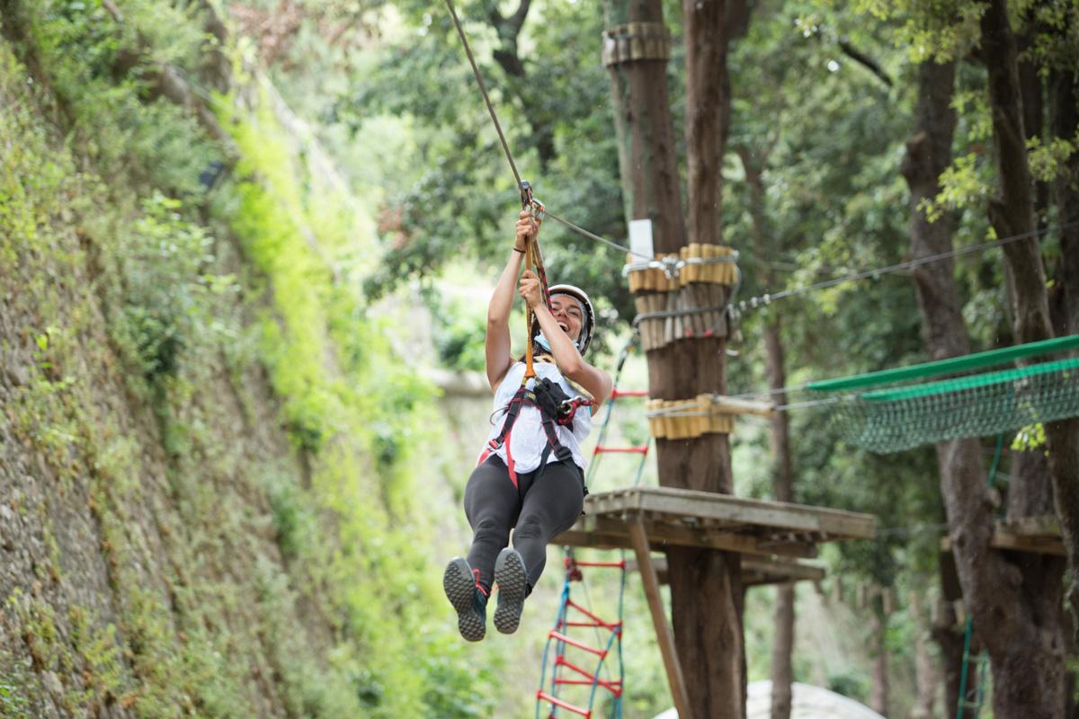 """A spasso tra gli alberi e a spasso """"sugli"""" alberi: tutti al Parco Avventura!"""